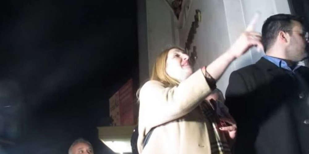 Μπλόκαραν την είσοδο δημοσιογράφου σε ομιλία Τζανακόπουλου στην Κατερίνη [βίντεο]