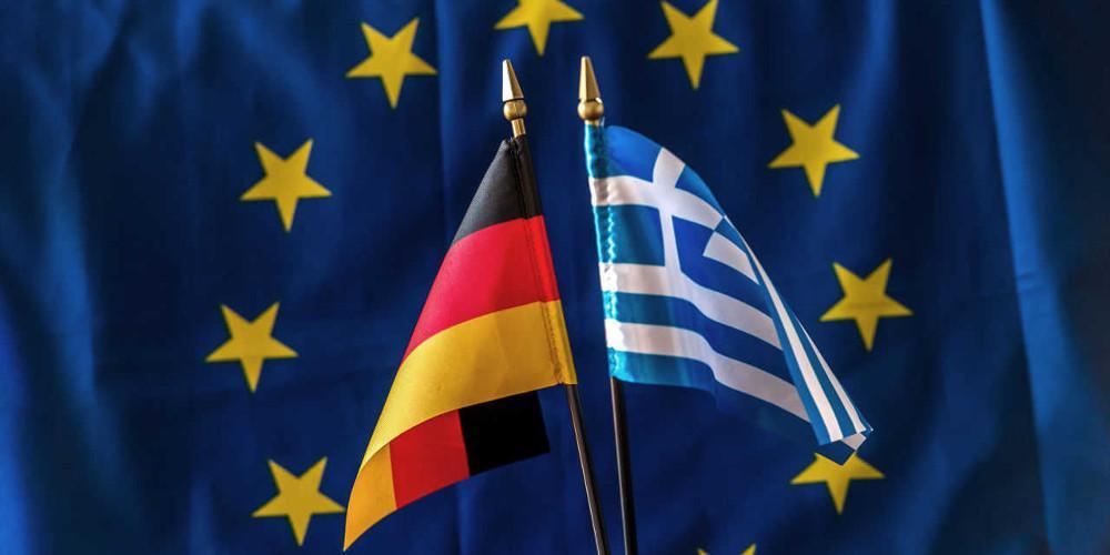 Το επικό tweet της γερμανικής πρεσβείας: Εύχεται καλό καλοκαίρι με πέδιλο και κάλτσα [εικόνα]