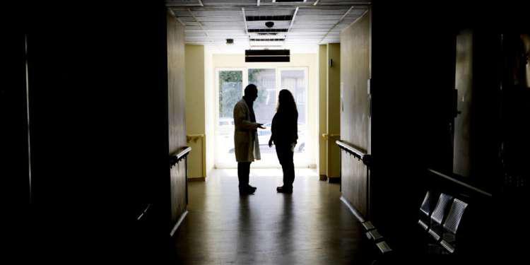 Εποχική γρίπη: Στους 13 ανέβηκαν οι νεκροί - Κλειστά σχολεία σε Σαμοθράκη και Καλάβρυτα