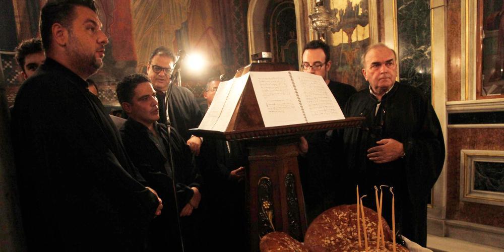 Τους ιεροψάλτες με τα gadget κυνηγά η εκκλησία - Τι είναι ο «Ισοκράτης»