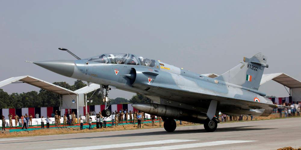 «Μυρίζει» μπαρούτι: Το Πακιστάν κατέρριψε δύο ινδικά μαχητικά