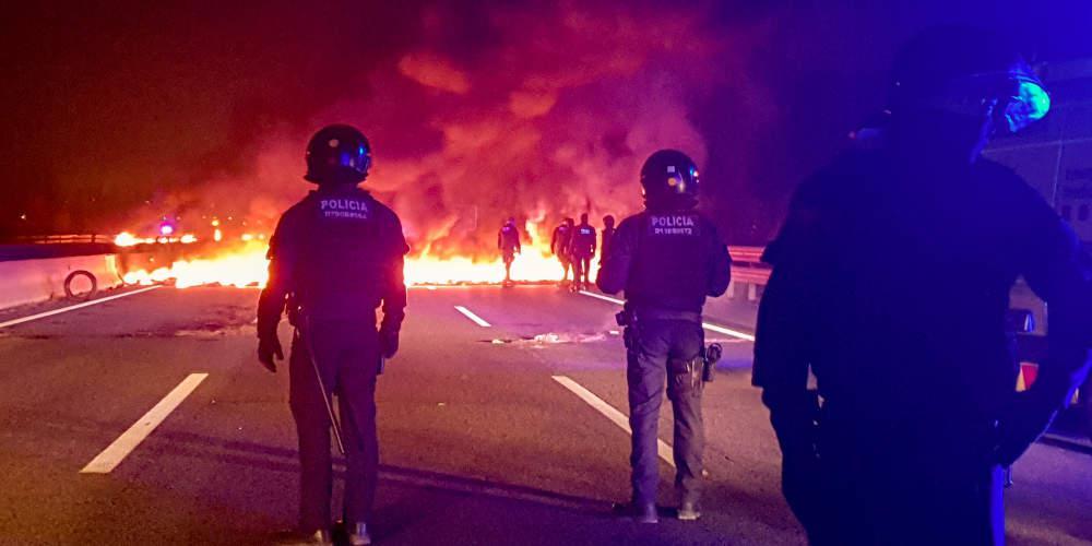 «Κάηκε» η Βαρκελώνη από το «τσουνάμι Δημοκρατίας» [βίντεο]