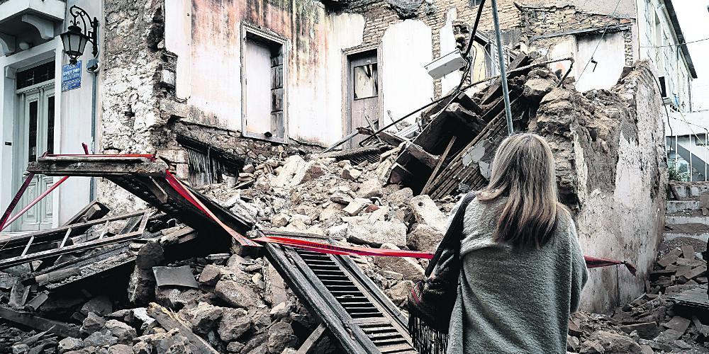 Αλαλούμ πίσω από τις καταρρεύσεις εγκαταλελειμμένων κτιρίων στην Αθήνα