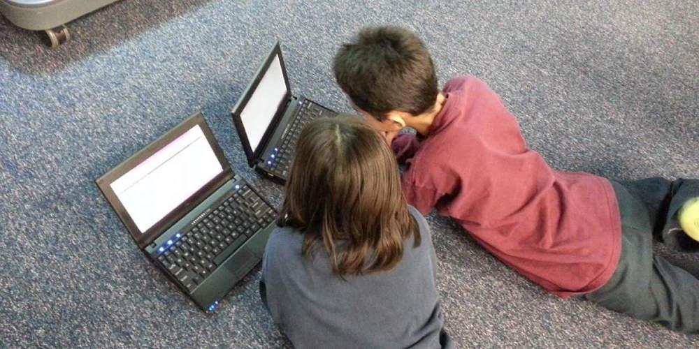 Ερευνα: Ενα στα τρία παιδιά γυμνασίου και λυκείου έχει συναντήσει κάποιον που γνώρισε στο διαδίκτυο