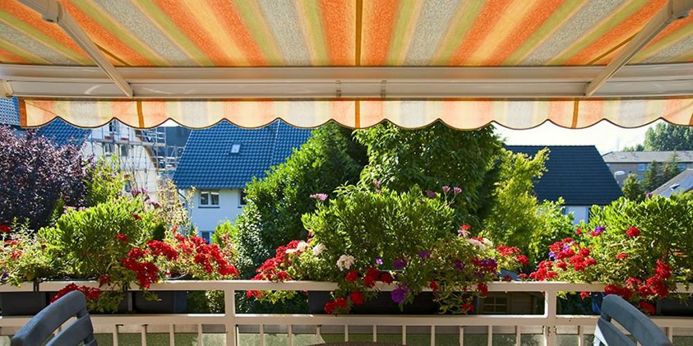 5+1 Εναλλακτικές προτάσεις για να «κρύψεις» το μπαλκόνι σου από τον ήλιο!
