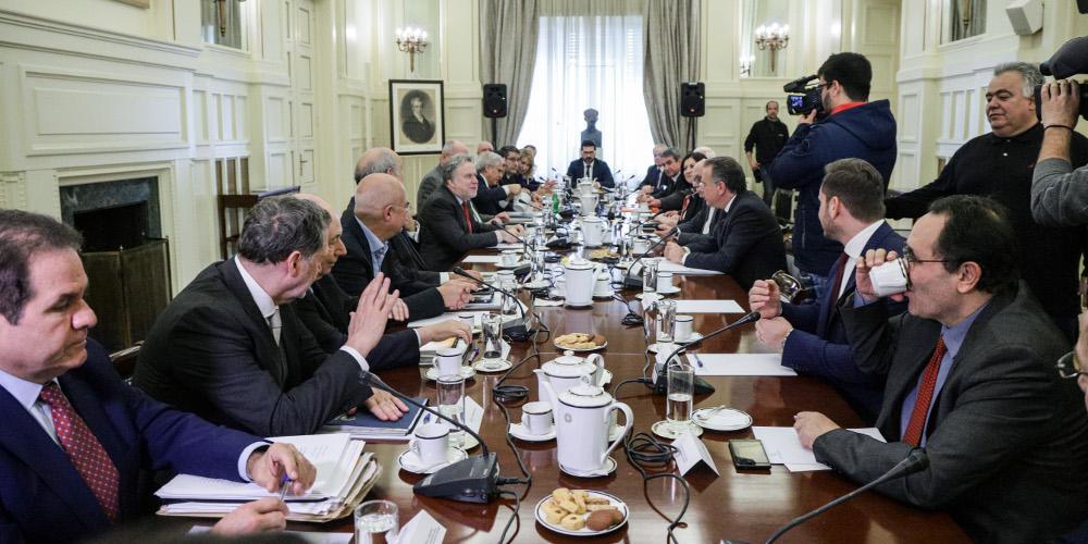 Πύρα της αντιπολίτευσης σε Κατρούγκαλου: Βάλε πάγο σε συμφωνίες για εθνικά ζητήματα