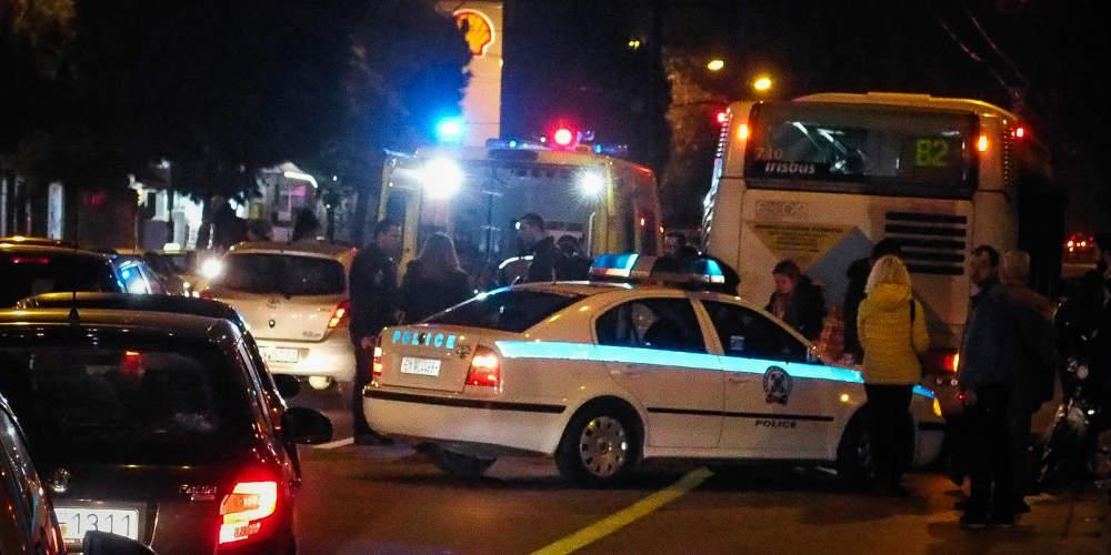 Σοβαρό τροχαίο με σύγκρουση τριών οχημάτων στη Βουλιαγμένης – Κάηκε μια μοτοσικλέτα