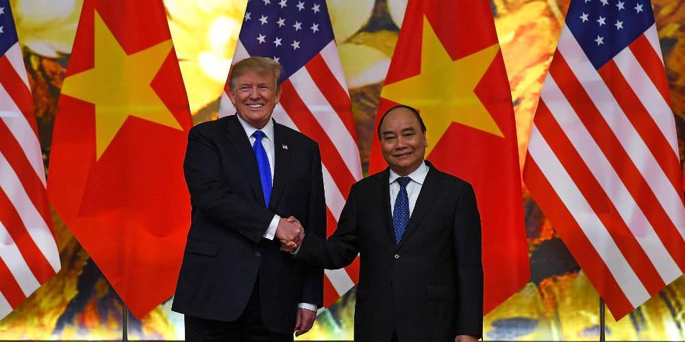 Ο Τραμπ πούλησε αεροσκάφη στο Βιετνάμ για 20 δισ. δολάρια – Σήμερα η συνάντηση με Κιμ