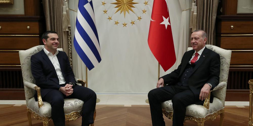 Τούρκους στρατιωτικούς και μουφτήδες ζήτησε ο Ερντογάν - Με διεθνές δίκαιο και Δικαιοσύνη απάντησε ο Τσίπρας