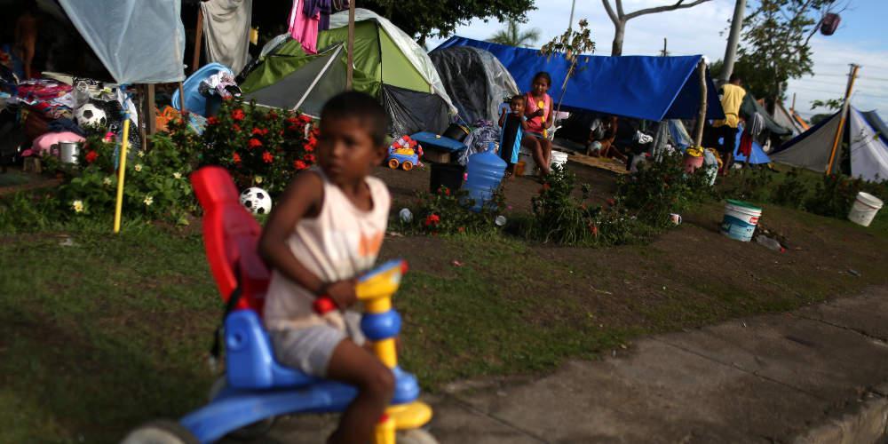 Ρεπορτάζ-κόλαφος του Γαλλικού Πρακτορείου: Παιδιά στη Βενεζουέλα λιμοκτονούν - Ο Μαδούρο μιλά για κατασκευασμένη κρίση