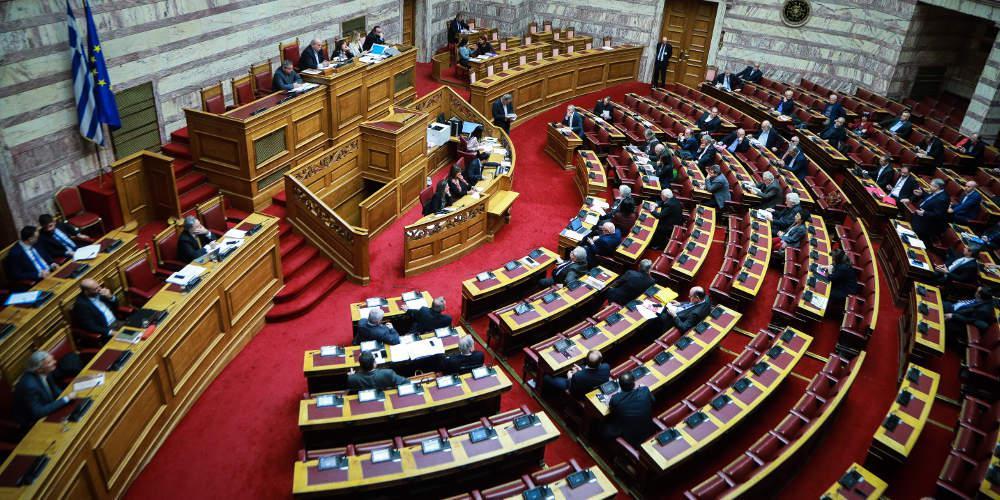 Όργιο προσλήψεων και εμφύλιος για τα ρουσφέτια στη Βουλή