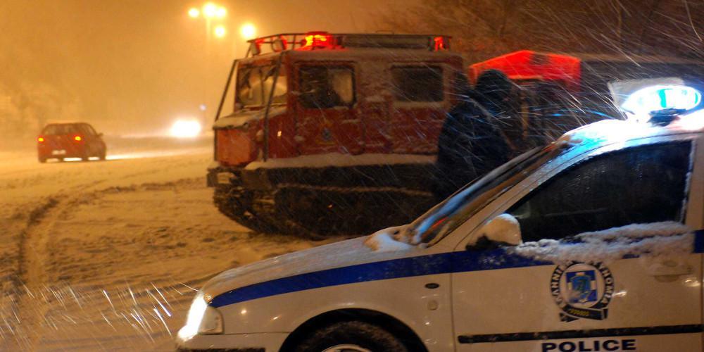 Ο χιονιάς έβαλε... χειρόφρενο σε λεωφορεία και φορτηγά στην εθνική οδό Αθηνών-Λαμίας