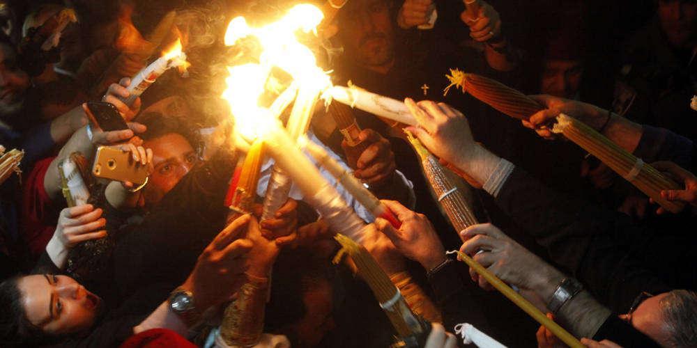 Στις 6:30 το απόγευμα του Μ. Σαββάτου το Άγιο Φως στην Αθήνα