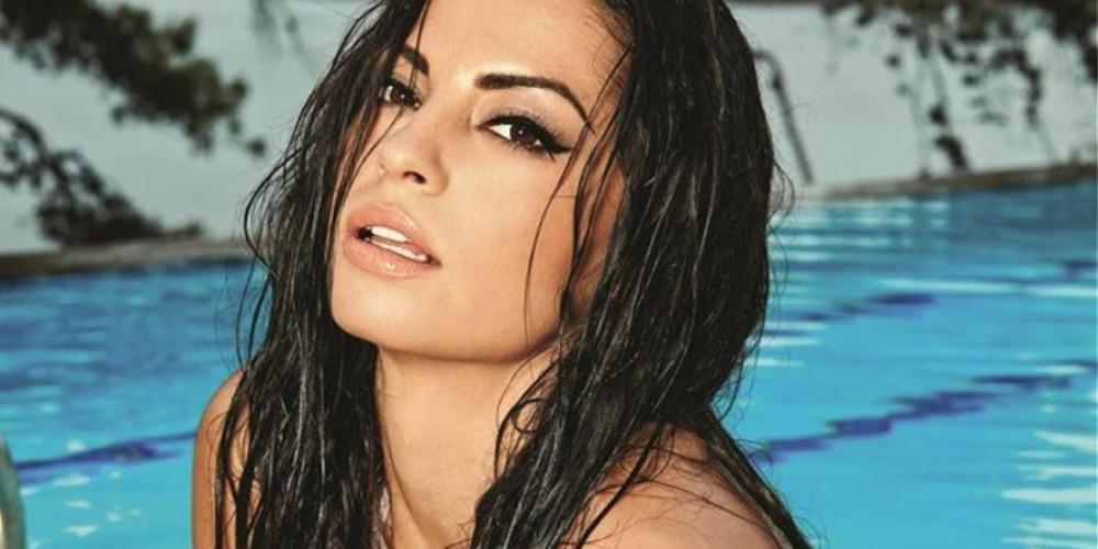 Απίστευτα σέξι η Δήμητρα Αλεξανδράκη ποζάρει με το μπικίνι της στην πισίνα [εικόνες]