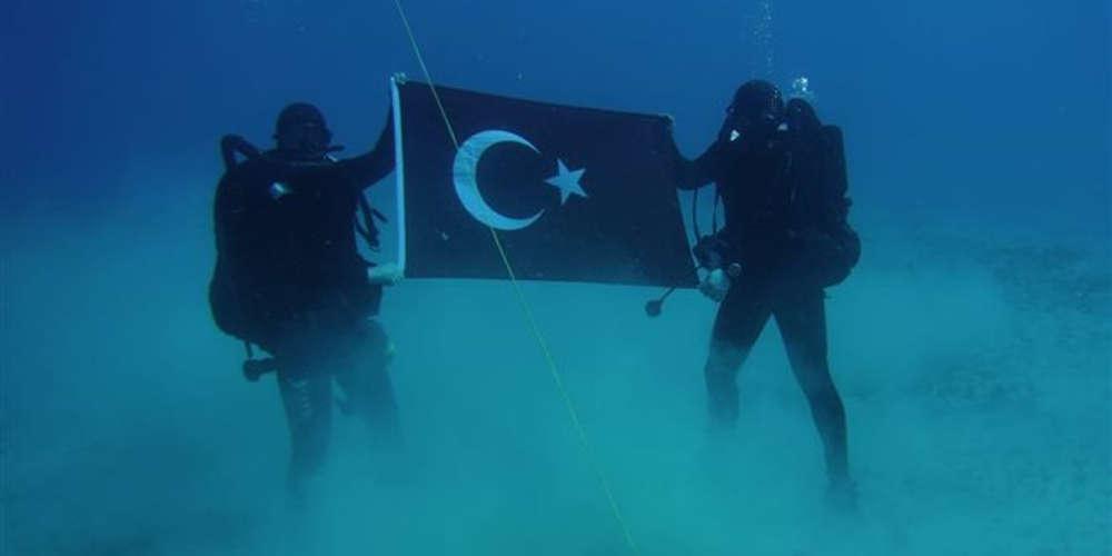Κατέβηκε από το twitter η υποβρύχια φωτογραφία των δυτών με την τουρκική σημαία στη Σούδα