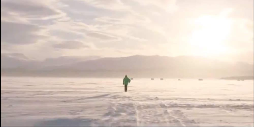 «Ακόμα και στους -18°C»: O 14χρονος που παίζει μπάλα στους πάγους [βίντεο]