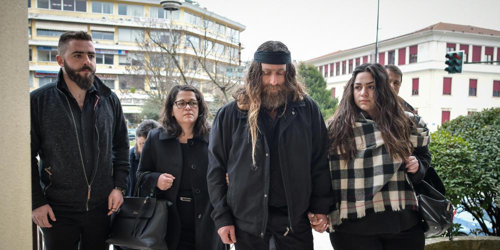 «Η εικόνα στο δικαστήριο δεν είχε να κάνει με παλικάρια, ευχαριστώ τον κόσμο» - Ο πατέρας του Γιακουμάκη μετά το τέλος της δίκης