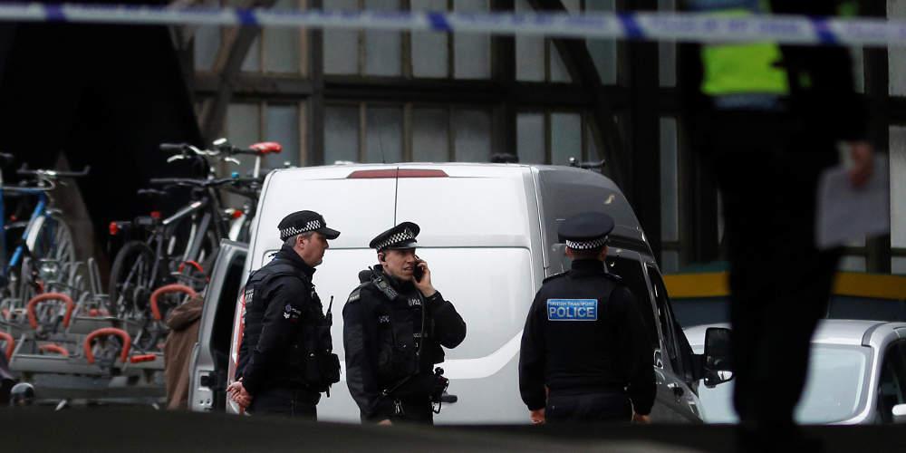 Συναγερμός για ύποπτες αποστολές δεμάτων και επιστολών στην Βρετανία