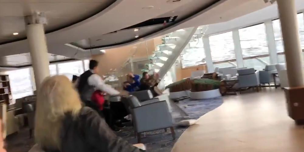 Θρίλερ στα παγωμένα νερά της Νορβηγίας: Σε εξέλιξη η εκκένωση του κρουαζιερόπλοιου [βίντεο]