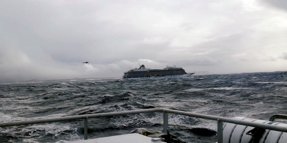 Συνεχίζεται το θρίλερ στη Νορβηγία: Σταμάτησε η εκκένωση – Ρυμουλκείται σε ασφαλές λιμάνι
