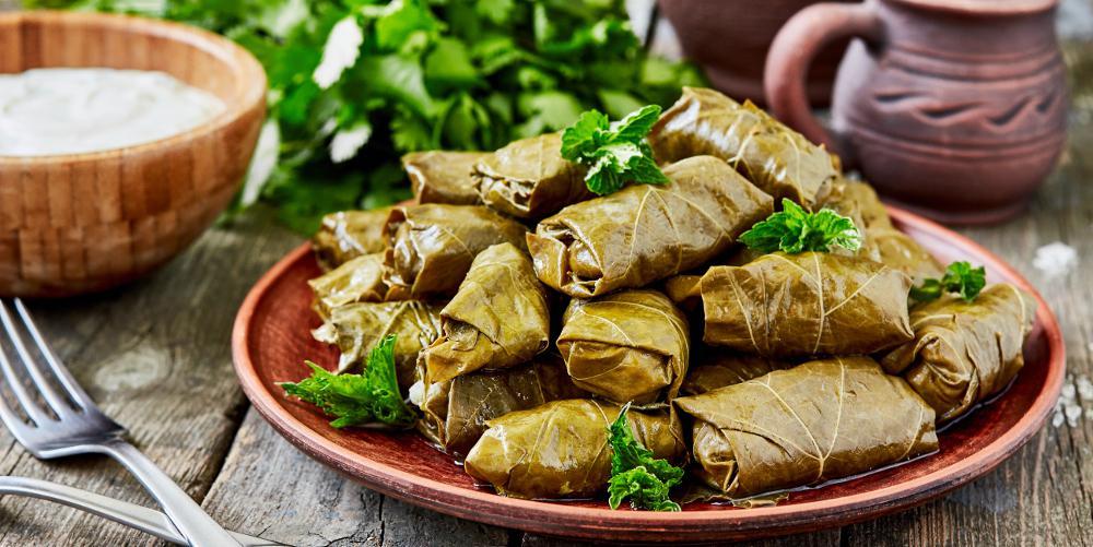 Η συνταγή της ημέρας: Ντολμαδάκια γιαλαντζί με καστανό ρύζι