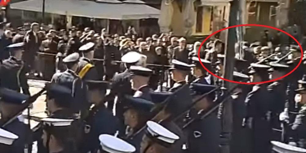 Άνδρας προσπάθησε να επιτεθεί στον Προκόπη Παυλόπουλο [βίντεο]