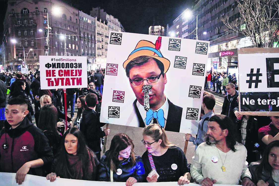 Καζάνι που βράζουν τα Βαλκάνια: Φουσκώνει το κίνημα κατά του Βούτσις στην Σερβία