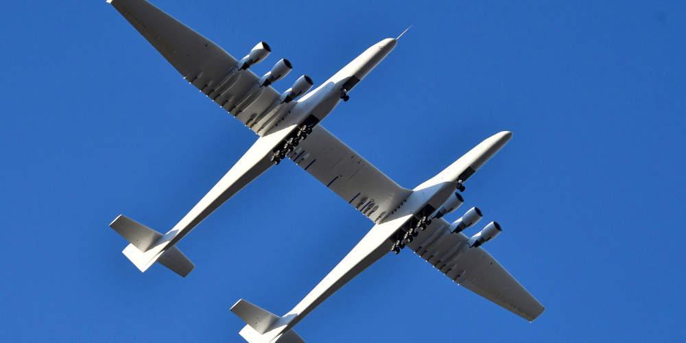 «Πρώτη» για το Stratolaunch: Το μεγαλύτερο αεροπλάνο στον κόσμο πραγματοποίησε δοκιμαστική πτήση [βίντεο]