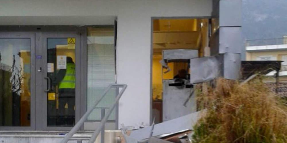 Ισχυρή έκρηξη σε ΑΤΜ στη Σαρωνίδα – Διέφυγαν με άγνωστο ποσό