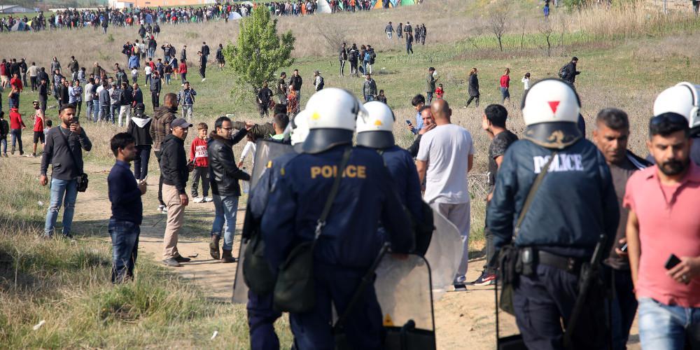 Αποχωρούν σταδιακά από τα Διαβατά οι πρόσφυγες και μετανάστες