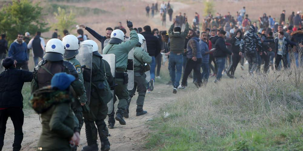 Fake ελπίδες και πολύ ξύλο στο προσφυγικό καραβάνι στα Διαβατά