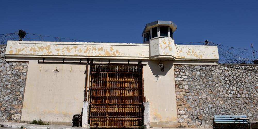 Έκλεισαν οι φυλακές Κορυδαλλού - Συναγερμός για βόμβα