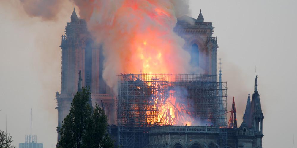 Παγκόσμιο-σοκ από την πυρκαγιά στην Παναγία των Παρισίων κατά την διάρκεια εργασιών συντήρησης
