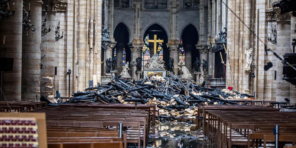 Πρώτη λειτουργία στην Παναγία των Παρισίων δύο μήνες μετά την πυρκαγιά