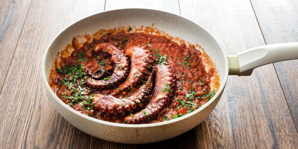 H συνταγή της ημέρας: Χταπόδι κρασάτο από τον Πέτρο Συρίγο