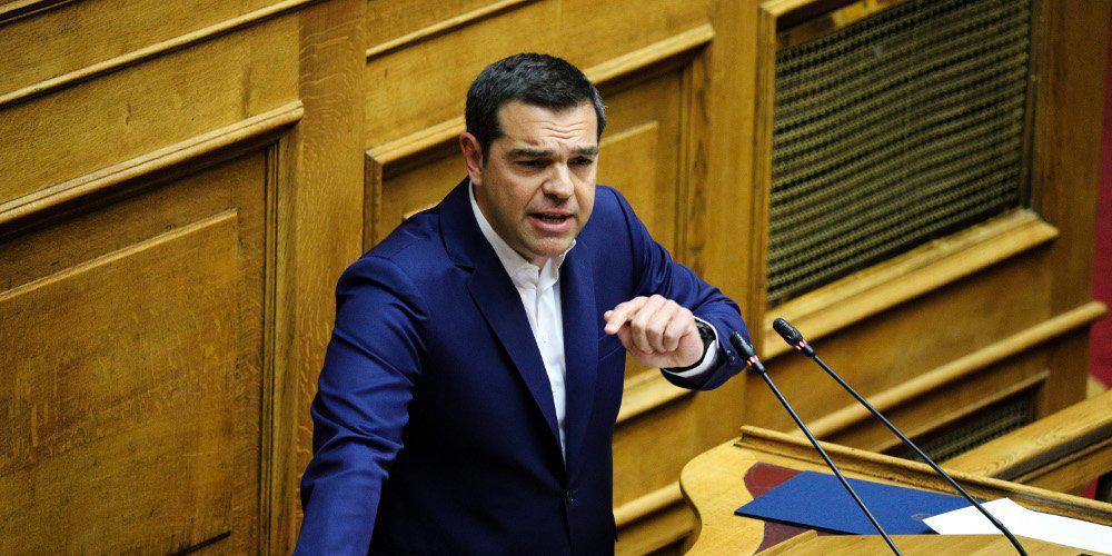 Αδιόρθωτος και «κουρασμένος» ο Τσίπρας στη Βουλή: Μόνο με ύβρεις προσπάθησε να απαντήσει στον Μητσοτάκη