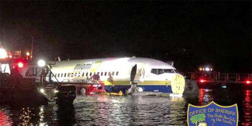 Προσγείωση-θρίλερ: Boeing με 136 επιβάτες κατέληξε σε ποτάμι στη Φλόριντα [εικόνες]