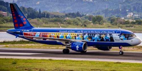 Εντυπωσιάζει το αεροπλάνο των… Στρουμφ που προσγειώθηκε στην Κέρκυρα! [εικόνες & βίντεο]