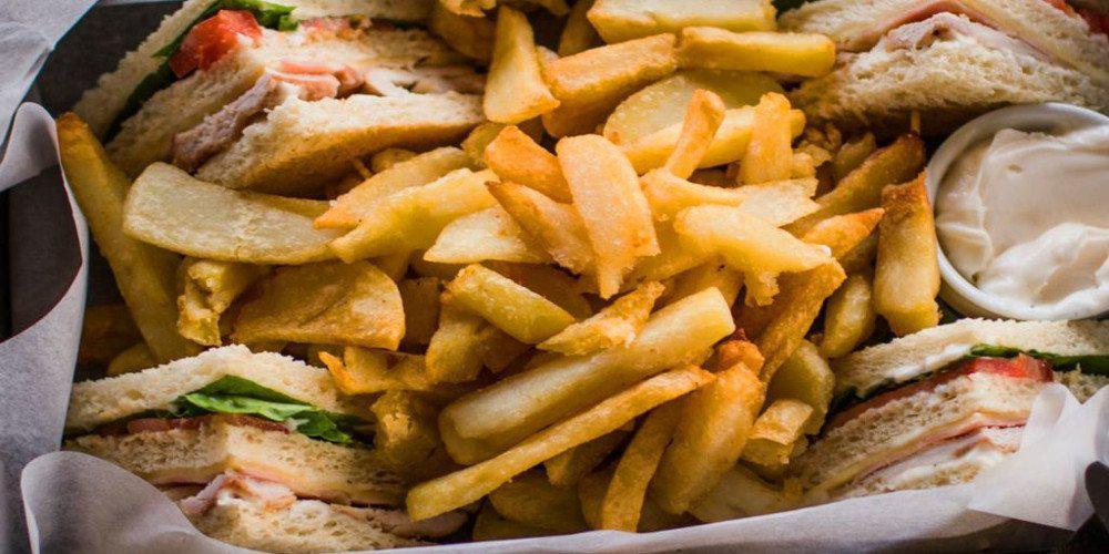 Η συνταγή της ημέρας: Σπιτικό club sandwich από τον Χρήστο Τζιέρα