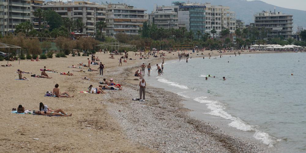 Ψήφισαν και μετά ξεχύθηκαν στις παραλίες οι ψηφοφόροι [εικόνες]