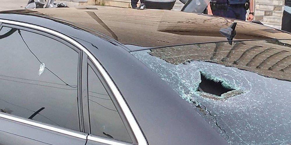 Εισβολή με αυτοκίνητο σε κατάστημα με ηλεκτρονικά στο Αιγάλεω