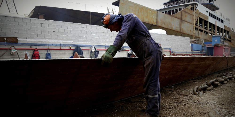 Εργατικό ατύχημα σε αμπάρι πλοίου με πτώση 39χρονου στη Θίσβη