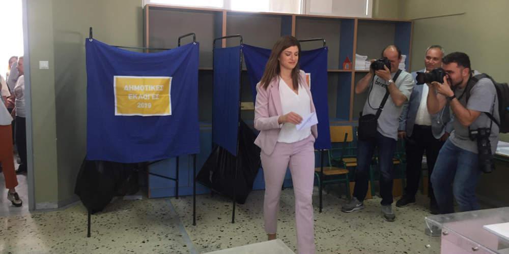 Με το… αριστερό ψήφισε η Κατερίνα Νοτοπούλου στη Θεσσαλονίκη