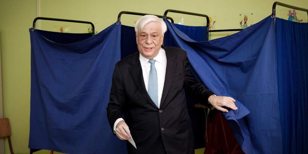 Άσκησε το εκλογικό του δικαίωμα στο Ψυχικό ο Προκόπης Παυλόπουλος