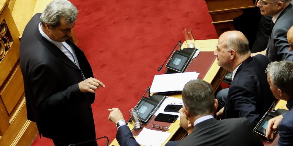 Λεκτικό επεισόδιο Πολάκη με Μητσοτάκη στην Βουλή
