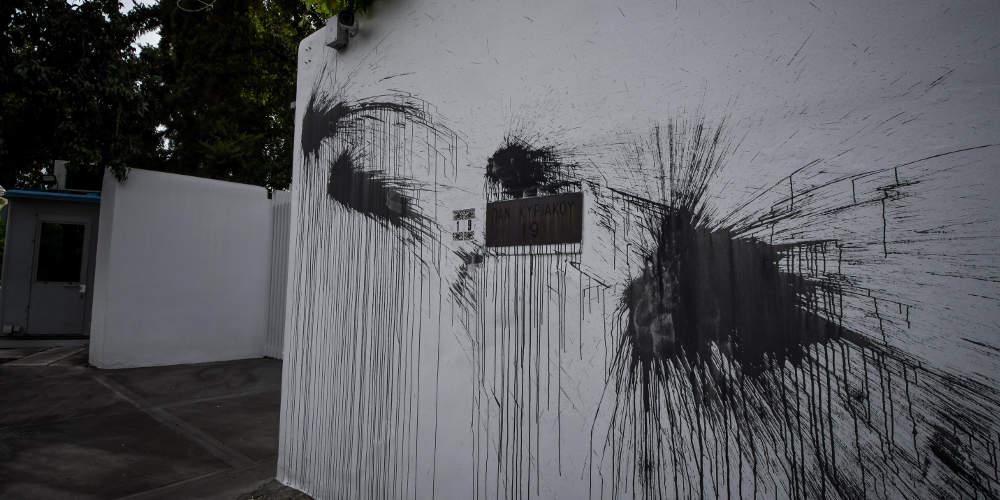 Σάλος με την καταδρομική επίθεση του Ρουβίκωνα στο σπίτι του Πάιατ - Η ανοχή είναι συνενοχή λέει η ΝΔ