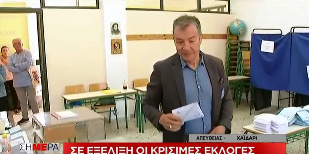 Με μήνυμα στους νέους άσκησε το εκλογικό του δικαίωμα ο Σταύρος Θεοδωράκης