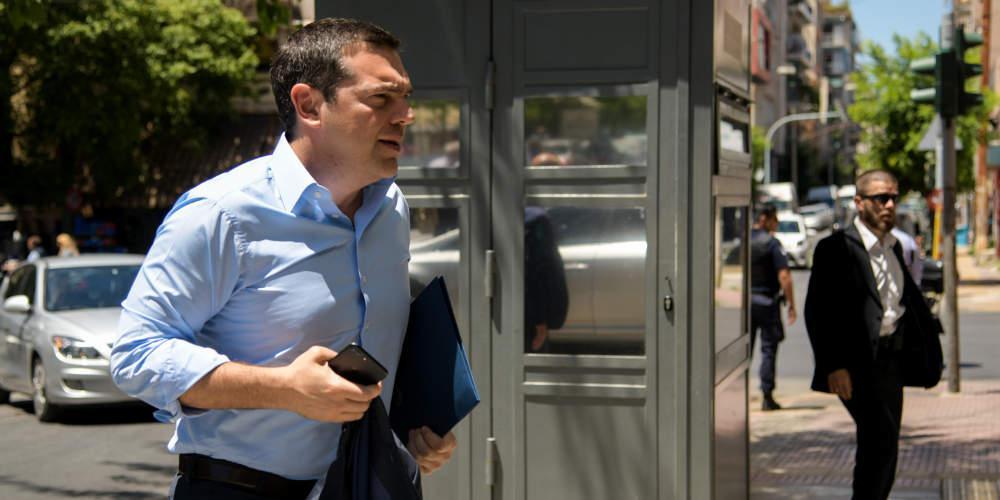 Στείρα αντιπολίτευση με «όχι» σε όλα - Αντίθετος ακόμα και στη μείωση του ΦΠΑ ο ΣΥΡΙΖΑ