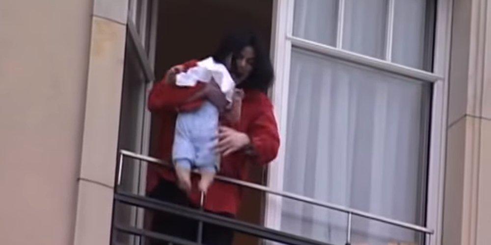 Θυμάστε το γιο του Μάικλ Τζάκσον που παραλίγο να πέσει από το μπαλκόνι; Δείτε πως είναι σήμερα [εικόνες]