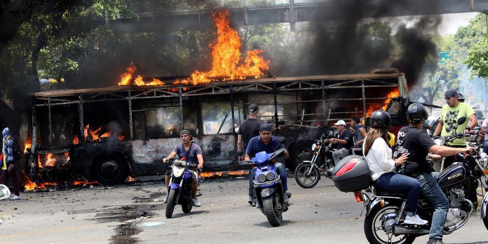 Χάος στη Βενεζουέλα: Πέντε νεκροί και 233 συλλήψεις σε αντικυβερνητικές διαδηλώσεις